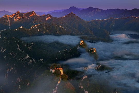 The arrow buttons to the Great Wall - the sea of clouds