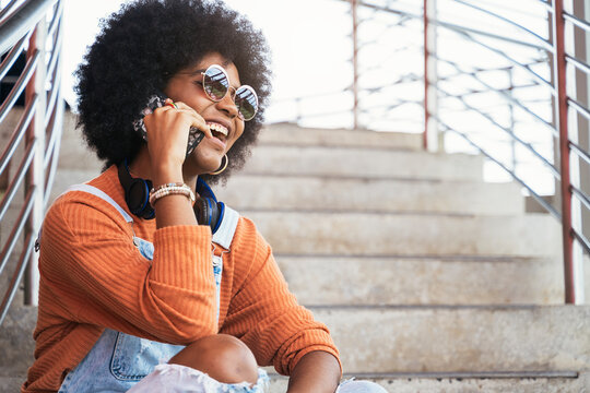 Afro women using a cellphone