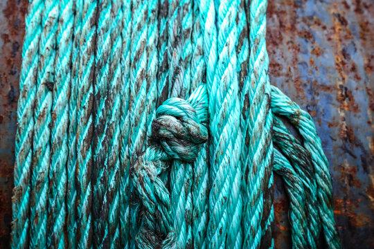 Petrolfarbenes Seil