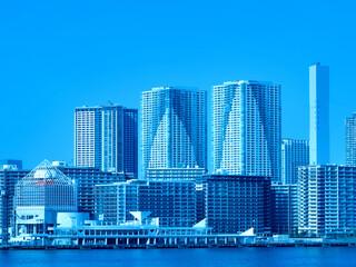 Fototapete - 東京都 晴海客船ターミナルと高層マンション街
