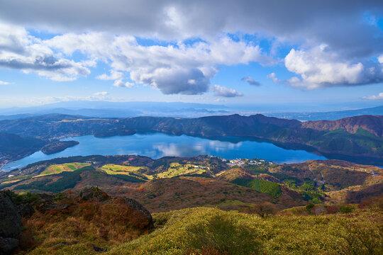 神奈川県箱根町 秋の箱根駒ヶ岳山頂から芦ノ湖方面