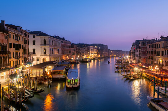 Night view of the grand canal from Rialto bridge