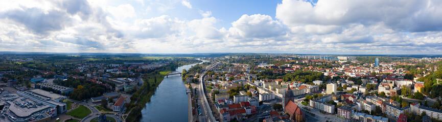 Letnia panorama miasta Gorzów Wielkopolski z widokiem na rzekę Warta i Most Staromiejski