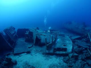 scuba divers exploring shipwreck scenery underwater ship wreck deep blue water ocean scenery of metal underwater