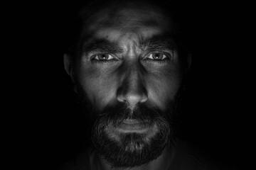 rostro en primer plano de frente a la cámara. en blanco y negro con fondo negro oscuro   Wall mural