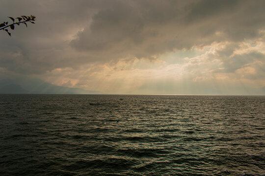 atardecer y lago de Atitlán