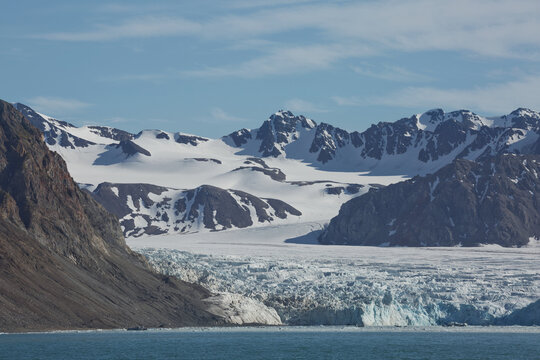 """Mountains, glaciers and coastline landscape close to a village called """"Ny-Ålesund"""" located at 79 degree North on Spitsbergen"""