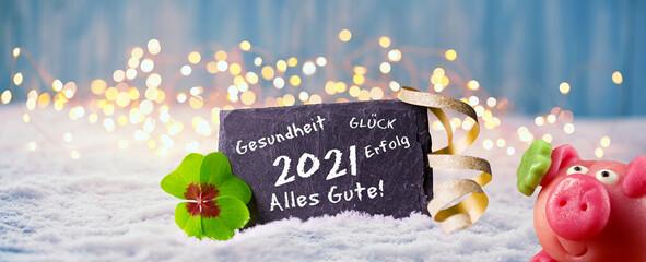 Frohes Neues Jahr 2021  -  Karte zum Neujahr mit Glückwünschen, Glücksklee und Glücksschwein im...