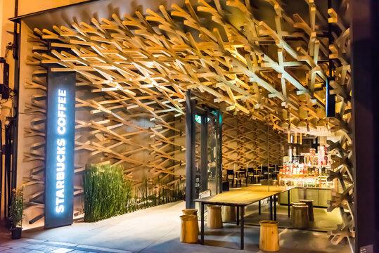 福岡県 2019年11月15日 デザインが美しいスターバックスコーヒー 太宰府天満宮表参道店, 日本