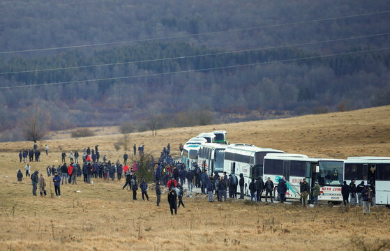 """Hundreds of migrants wait near busses after camp """"Lipa"""" was closed, in Bihac"""