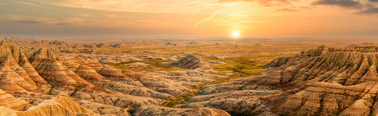 Badlands National Park panorama in South Dakota. Badlands national park protects sharply eroded buttes and pinnacles, along with the largest undisturbed mixed grass prairie in the United States. Fotobehang