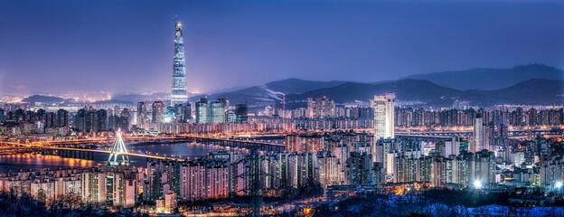 Fototapeta Seoul skyline panorama at night with view of Lotte World Tower