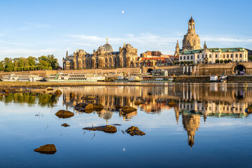 Old town of Dresden along the Elbe River, Saxony, Germany Fotobehang