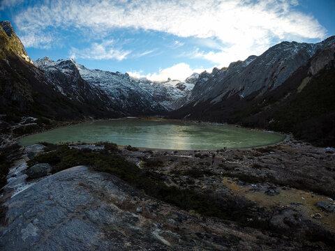 Laguna Esmeralda Lago verde com montanhas nevadas em Ushuaia Patagônia Argentina