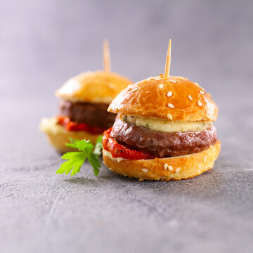 mini hamburger withbeef, tomato and cheese