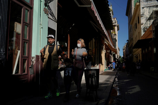 Tourists trickle back to Havana and other Cuban cities