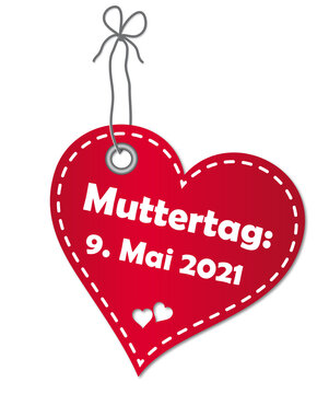 Anhänger in roter Herzform mit Datum zum Muttertag am 9. Mai 2021