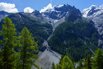 Mountain landscape along the road to Stelvio pass at summer Fotobehang