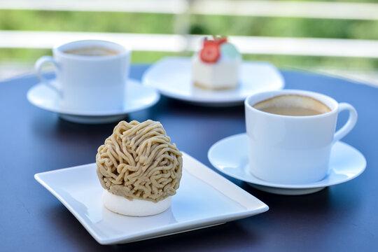 モンブランケーキといちごのショートケーキとコーヒー