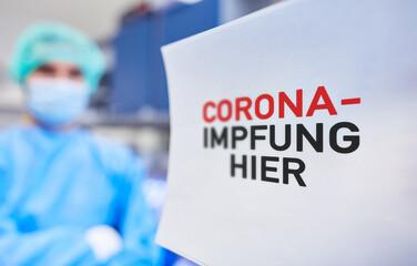 Corona-Impfung hier in Impfzentrum von Gesundheitsamt