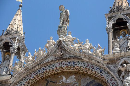 Détails architecturaux et artistiques de La Basilique Saint Marc