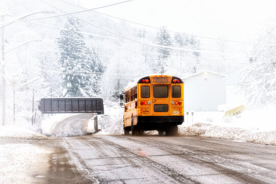 School bus drivers in NY have to deal with both snow and fog on this January morning after 5 inches of snow fell last night in the small town of Windsor in Broome County in Upstate NY