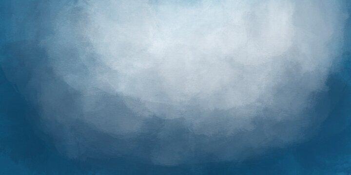 Sfondo blu acquerello con trama nuvolosa e grunge marmorizzato, nebbia morbida e illuminazione nebulosa e colori pastello. Banner web lungo. Sbiadito al centro.