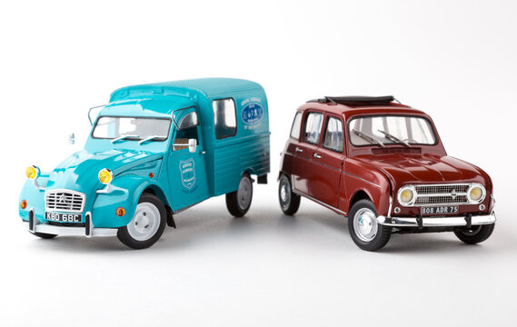 Renault 4 & Citroën 2CV scale models