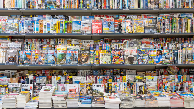 french magazine and newspaper press on store shelves