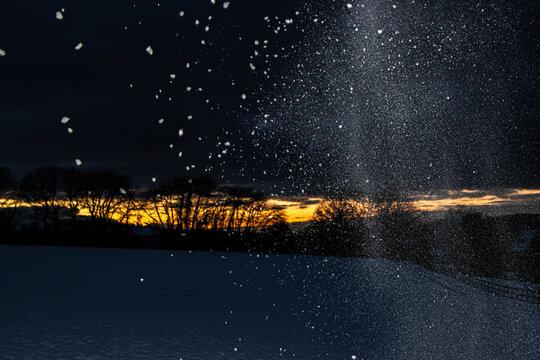 Sonnenuntergang in einer Schneelandschaft