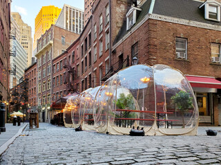Outdoor dining tables in bubbles along Stone Street during the coronavirus pandemic in downtown Manhattan, New York City Fotobehang