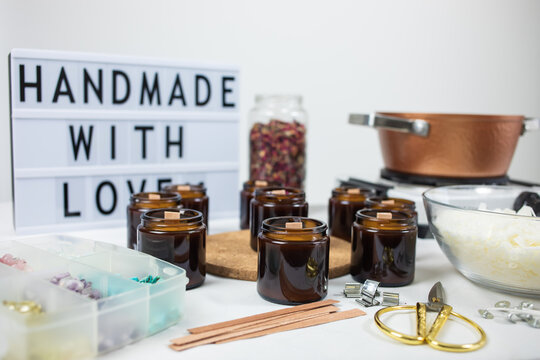 Handmade ecological and vegan soy wax candles with wooden wick. Amber and opaque container. Candle making utensils. Cruelty-free vegan product, handmade with love.