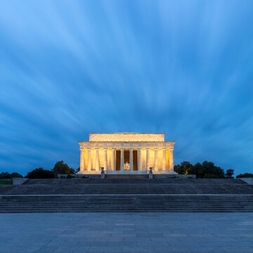 USA, Washington DC, Long exposure of Lincoln Memorial at dawn