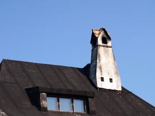 Obraz Wysoki komin w starym domu - fototapety do salonu