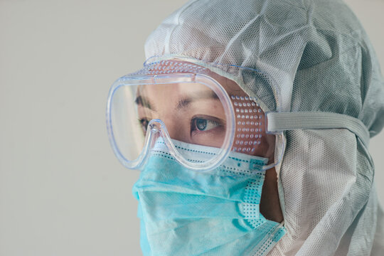 Medical staff working on quarantine patient infected in during the epidemic crisis coronavirus (Covid-19)