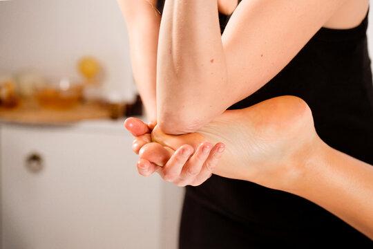 Lomi lomi massage for feet