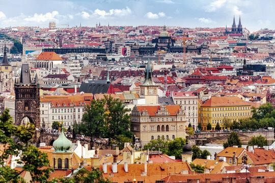 Vom Burgberg in Prag über die Karlsbrücke und Zentrum