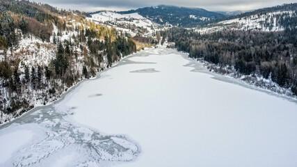 Jezioro Czerniańskie zimą – zbiornik zaporowy utworzony w celach retencyjnych i jako rezerwuar...