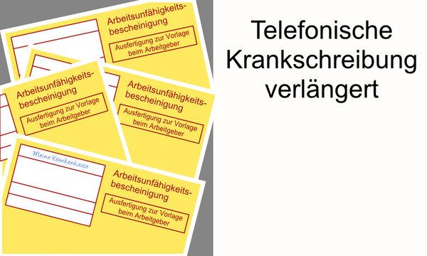 Vier gelbe Arbeitsunfähigkeitsbescheinigungen unsortiert übereinander vor grauem Hintergrund neben einer weißen Fläche mit dem Text telefonische Krankschreibung verlängert