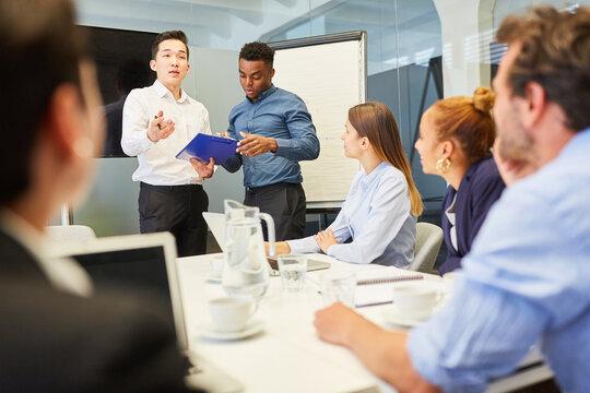 Business Leute im Start-Up Team im Meeting