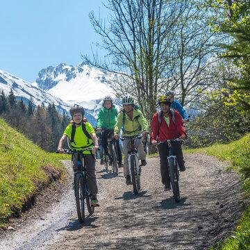 Radtour im frühlingshaften Allgäu nahe Oberstdorf