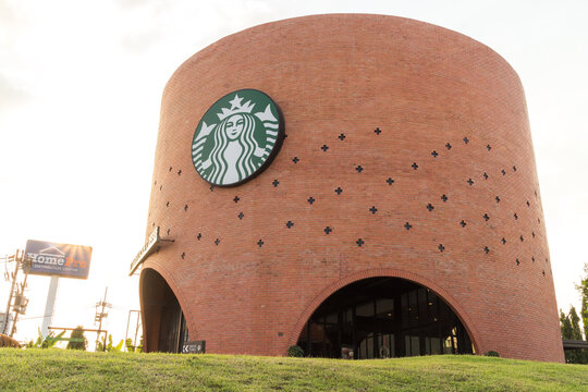 Starbucks coffee shop at Wang-Noi, Ayutthaya. Starbucks is the world's largest coffee house with over 20,000 stores in 61 countries