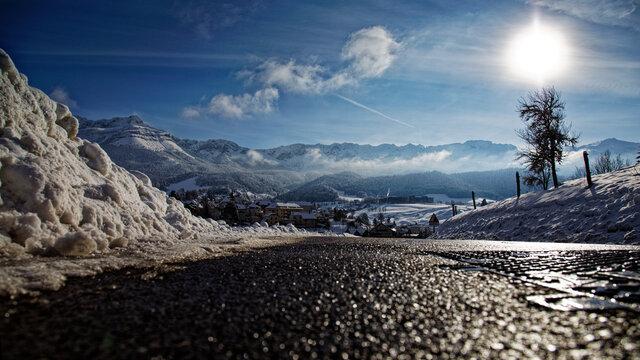 Vue de la station de ski de Villard De Lans pendant l'hiver 2020 2021 sans les remontées mécaniques fermées pour cause de COVID