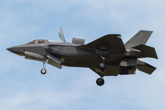 First Italian Air Force F-35B landing in STOVL configuration