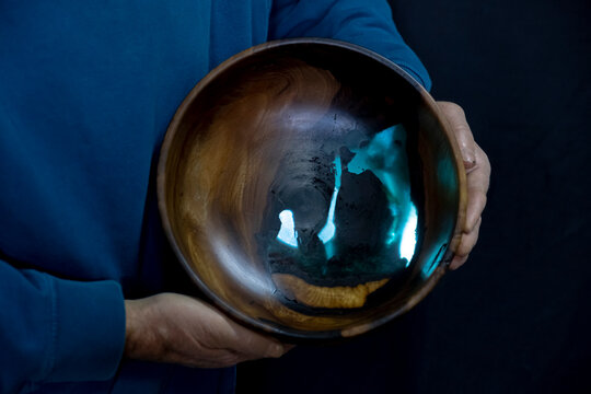 Bowls to which epoxy is added, made by hand on a wooden lathe
