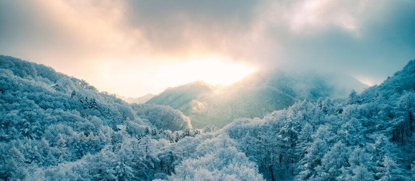 冬・雪山・ドローン・空撮