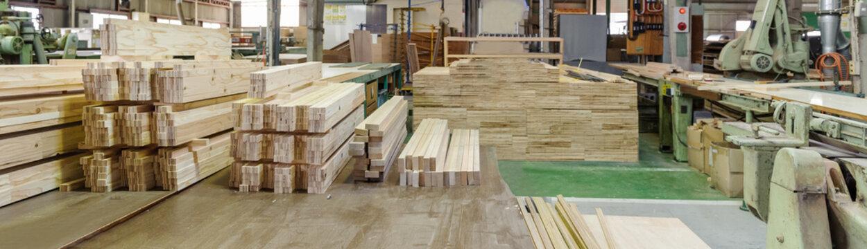 工場内 材木 角材 プレカット