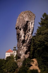 Fototapeta Rock called Maczuga Herkulesa in Pieskowa Skala. Ojcow National Park near Krakow obraz
