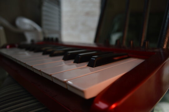Synth keyboard behringer side view