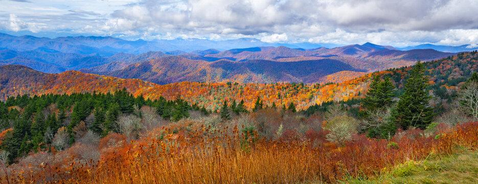 Beautiful autumn mountain panorama. Fall mountain scenery. Near Asheville, Blue Ridge Mountains, North Carolina, USA.